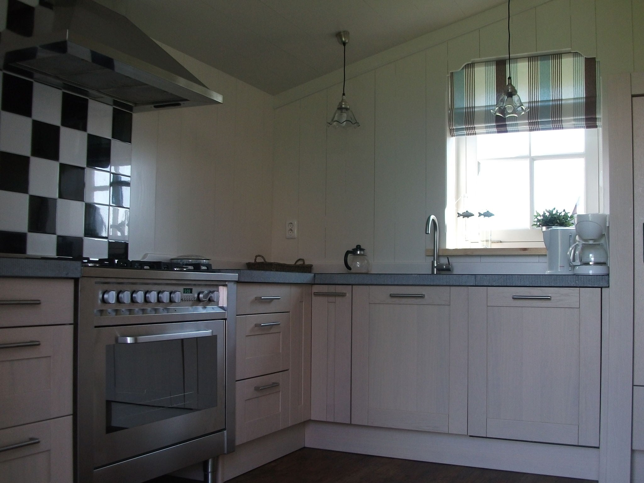 Holland | North Sea Coast North | Holiday home Recreatiepark Wiringherlant - Anno Nu 4 | all year | Kitchen