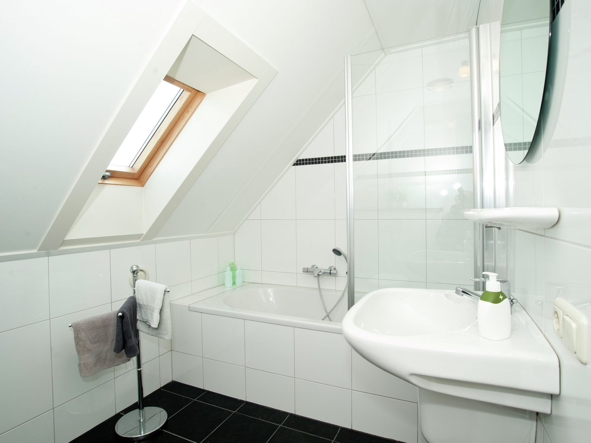 Holland | Limburg | Holiday home Maaspark Boschmolenplas - Vennenblik | all year | BathRoom
