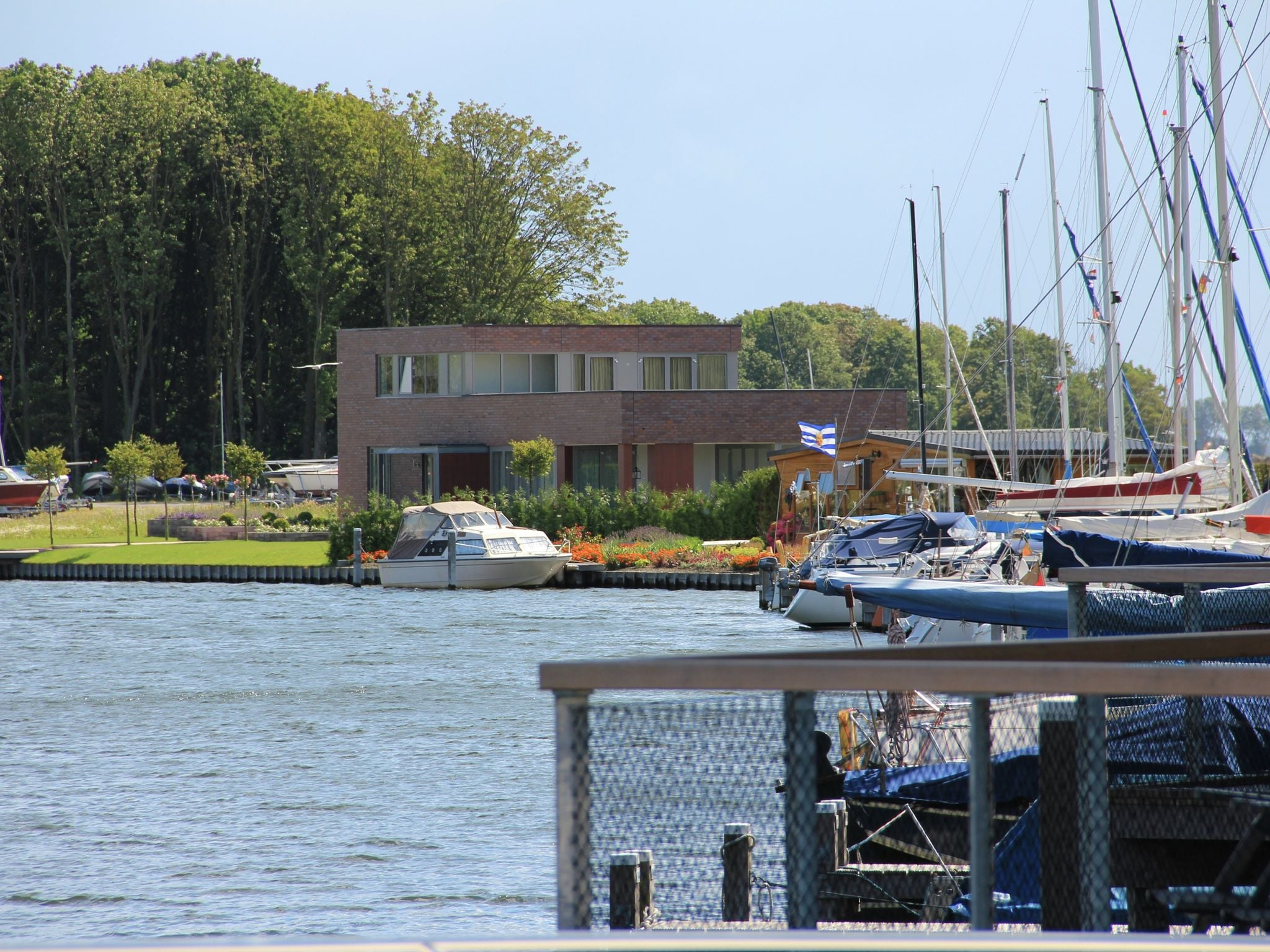 Holland | Zeeland | Holiday home Waterpark Veerse Meer - Watervilla Comfort 8 | all year | AreaSummer1KM