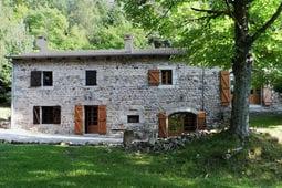 Vakantiehuis A Beautiful Stone farmhouse