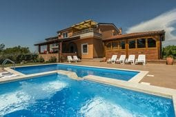 Apartment Complex Villa Visnjan with Pool One-Bedroom Apartment Visnjan II with Balcony