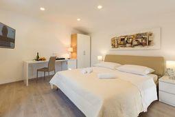 Luxury Bedroom Split