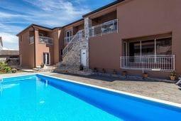 Apartment Complex Valtrazza with Common Pool \/ Two-Bedroom Apartment Noa II in Villa Valtrazza with Pool View