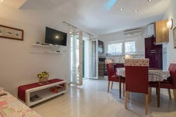 Marina Jacuzzi Apartment C