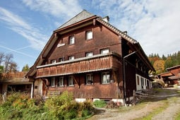 Buiten zomer Schwarzwaldhaus Pferdeklause