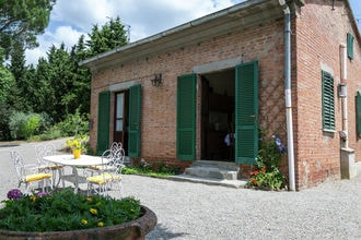 Villa lucy is een mooi vrijstaand huis gelegen op een helling bij het stadje cortona, de etruskische stad van ...