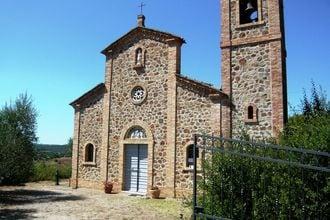Schiaccia is een voormalige kerk uit het jaar 1000 en is nu omgetoverd tot een prachtig vakantiehuis. aan de ...