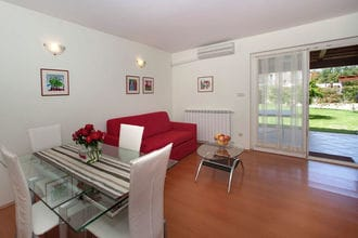 Apartment Complex Irena with Pool \/ Apartment Irena I with Terrace and Garden View
