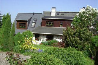 Breng uw vakantie door in het hart van het ertsgebergte! dit modern ingerichte vakantiehuisje met terras en ...