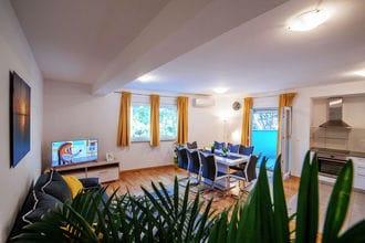 Luxurious apartment Rainbow