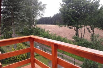 Drewniany Dom z Podgrzewanym Basenem i Saun? Jezioro Ostrzyckie