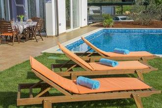 Modern Villa di Rovigno with Pool, Hot Tub and Sea View