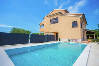 Apartment Mir with private Pool