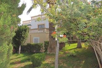 Villa 83