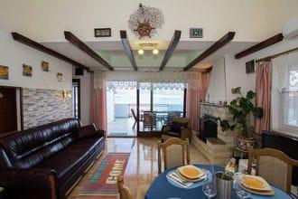Marina Top Floor apartment E