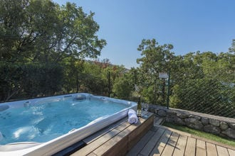 Holiday House Komadina with Whirlpool direct on the Beach in Lukovo