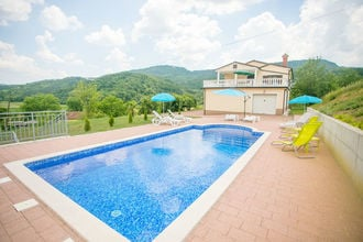 Villa Maria Buzet with Shared Pool \/ Apartment Maria I with Garden View