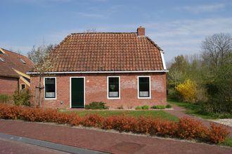 In een uit de 19e eeuw stammend arbeidershuisje is een gezellig en knus ingericht gastenverblijf gerealiseerd....
