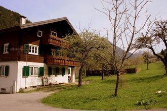 De woning is gelegen op lucan weg tussen st. gallen en gargellen kerk op een mooie, rustige en zonnige plaats....