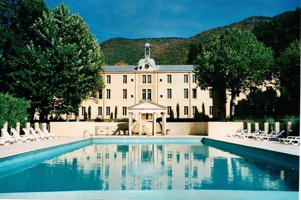 Ferienwohnungen/Ferienhäuser: 2 studios mit Schwimmbad, privaten Park mit Spa und Blick auf den Mont Ventoux. (max. 4 Personen)