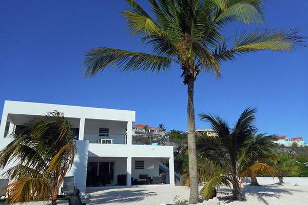 modern-coral-estate