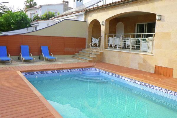 Ferienwohnungen/Ferienhäuser: 4-Zimmer-Villa mit Pool in dem Kanal von Empuriabrava (max. 8 Personen)