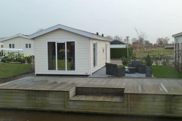 Oost-Graftdijk:Chalet independiente en parque de vacaciones con piscina, cerca de Amsterdam