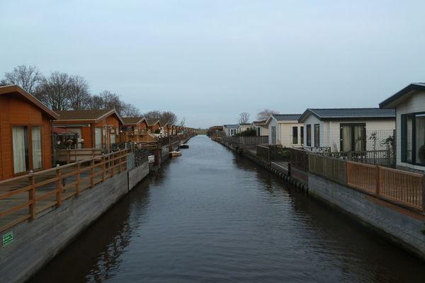 Oost-Graftdijk:Cómodo chalet independiente en un hermoso parque de vacaciones con piscina, cerca de Amsterdam