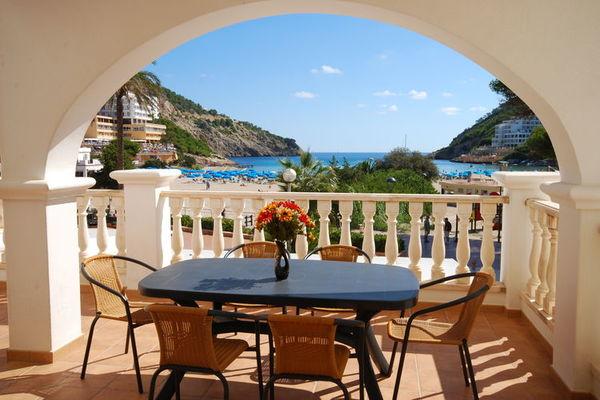 Santa Eulária des Riu:Apartamento cerca de la playa en Ibiza con parque infantil vuelta de la esquina