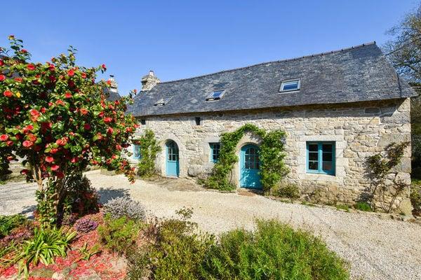 Ferienwohnungen/Ferienhäuser: 17. Jahrhundert Breton Haus mit modernem Interieur am Rande eines Waldes. (max. 4 Personen)