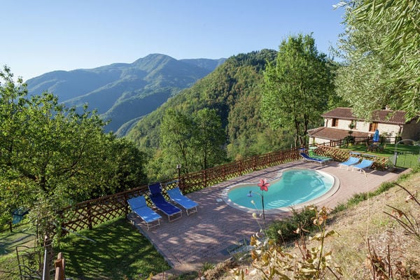 Vakantie accommodatie Molazzana Noord-Italië,Toscane,Pisa-Lucca en omgeving 13 personen