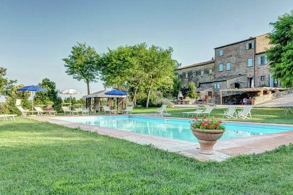 Vakantie accommodatie Cortona Toscane 22 personen