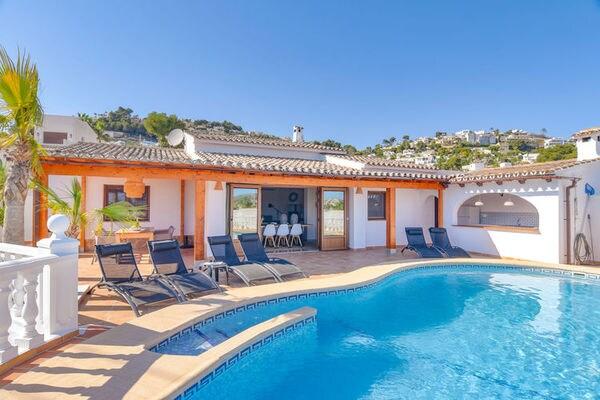 Ferienwohnungen/Ferienhäuser: 2018 renovierte Villa für 6 Personen mit einmaligem Blick, Pool, Terrassen, Top-Einrichtung (max. 6 Personen)