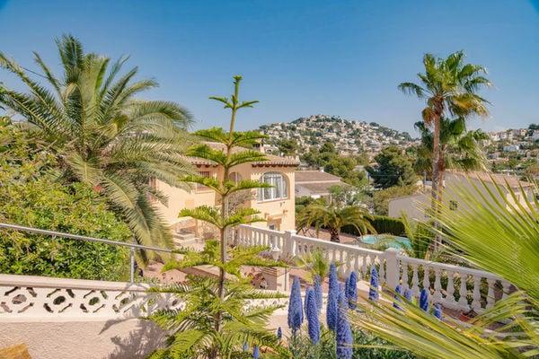 Ferienwohnungen/Ferienhäuser: 4-Personen-Villa mit toller Aussicht, Pool und Terrassen und schönem, großzügigem Garten (max. 4 Personen)
