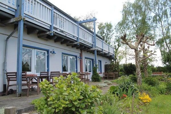 Ferienwohnungen/Ferienhäuser: 2 Ferienwohnungen mit schön angelegtem Garten in Strandnähe (max. 9 Personen)