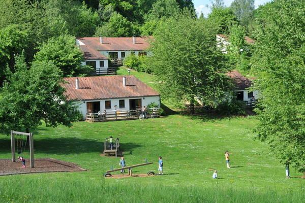 Ferienwohnungen/Ferienhäuser: 4-6 Pers. Bungalow in großzügig aufgezogenem Park mit vielen Möglichkeiten (max. 6 Personen)