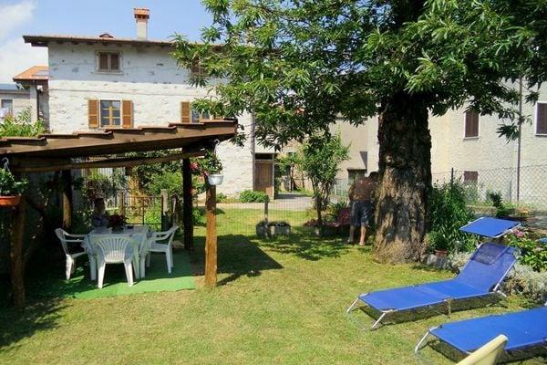 Vakantie accommodatie Dongo Italiaanse meren,Comomeer,Lombardije,Noord-Italië 4 personen