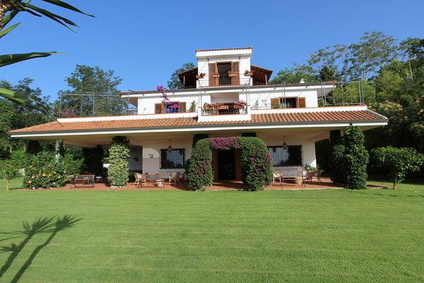Vakantie accommodatie Calabria Italië 12 personen