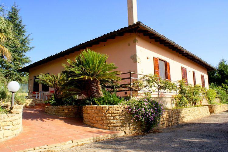 Villa met zwembad met wifi  SiciliaLa Casa del Conte Ruggero Caltagirone Sicilia
