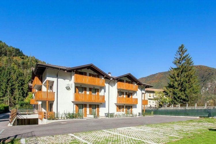 Rustige residentie, gelegen in Pieve di Ledro op 400 meter van het Ledromeer
