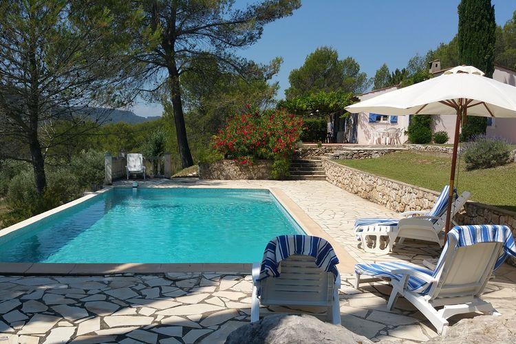 Salernes Vakantiewoningen te huur Provençaalse villa op groot, boomrijk domein en weids uitzicht met privézwembad nabij Salernes