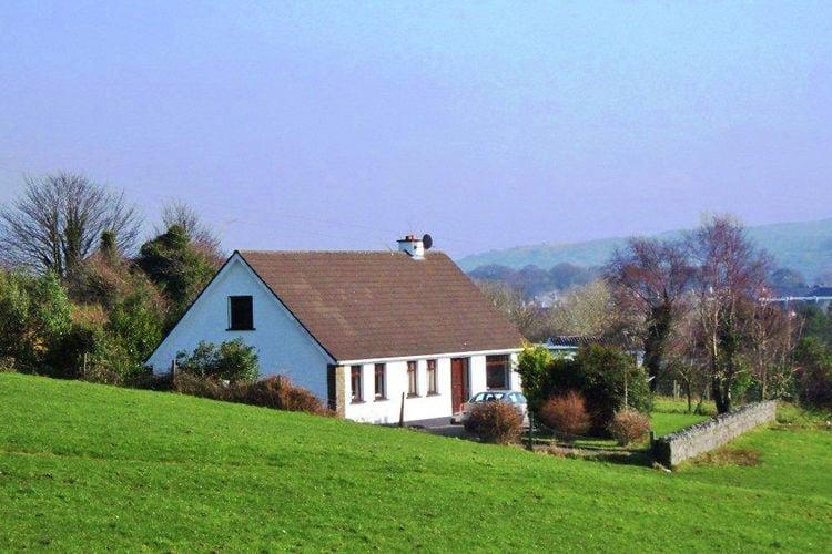 Ierland Vakantiewoningen te huur Bungalow met uitzicht op de prachtige vallei en de Kenmare River.