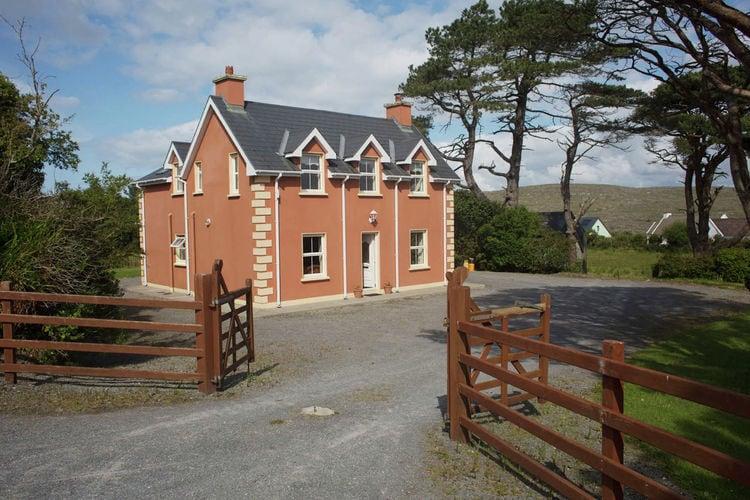 Ierland Vakantiewoningen te huur Mooi vakantiehuis met uitzicht over Kenmare Bay en de Macgillicuddy Reeks