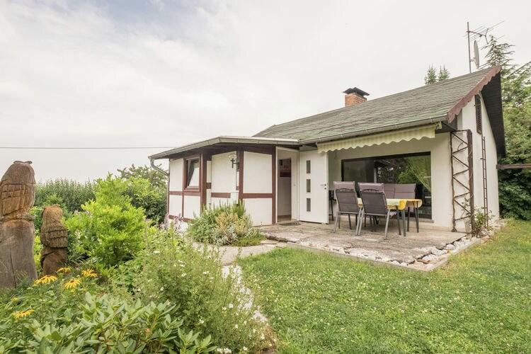 Vakantiewoning    Ballenstedt  Vrijstaand vakantiehuis in het Harzgebergte met sauna, open haard, tuin en terras