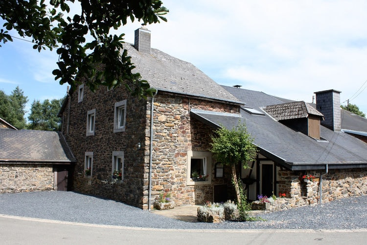 Luik Vakantiewoningen te huur Luxe zeer mooie vakantievilla voor grote groepen met binnenzwembad en sauna