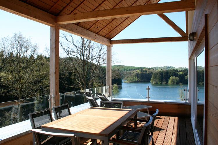 Luxe vakantieappartement met met sauna, open haard en uitzicht over een meer