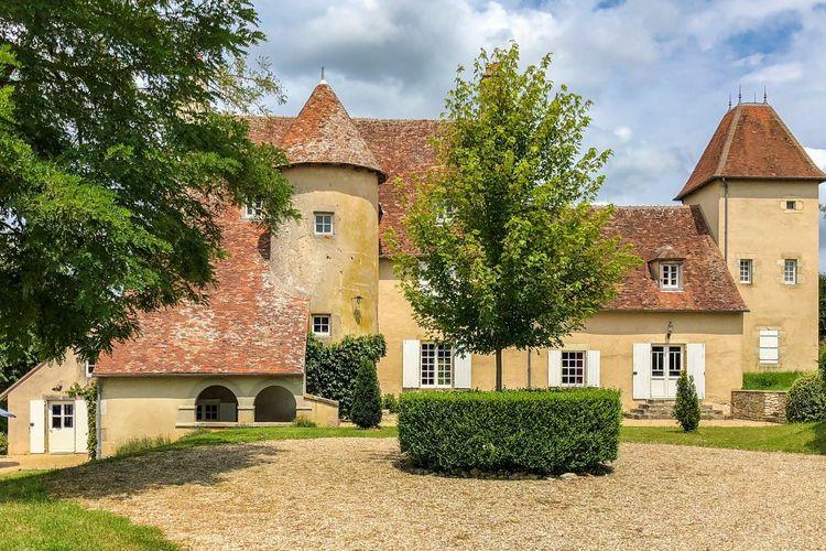 Kasteel    Le Veurdre  Schitterend kasteeltje uit 1485 met zwemrivier, terras en adembenemend uitzicht