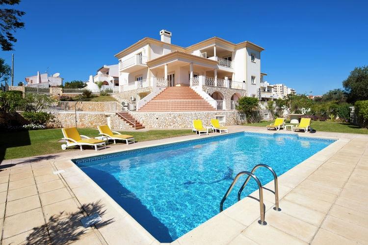 Albufeira Vakantiewoningen te huur Luxe grote villa in een rustig gedeelte, op loopafstand van centrum
