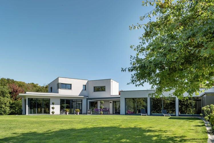 Moderne villa met binnenzwembad, op 7 km van de badplaats Bénodet.