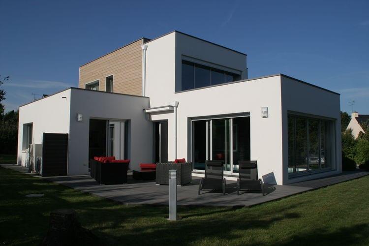 Bretagne Villas te huur Moderne villa met binnenzwembad en grote tuin op 3 km van de prachtige stranden